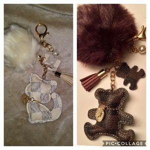 💕sale 💕Cute faux fur pom & kitty/bear keychain